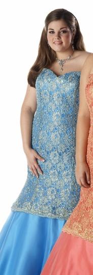 Lindsey Garbelman modelling for Aurora formals