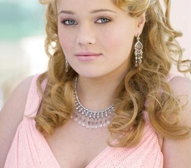 Kailee O'Sullivan modelling Laura Plus promwear