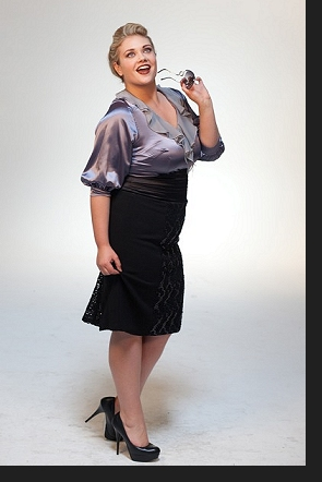 Kelsey Olson modelling the Nina blouse and Kathryn skirt in an outtake from the first-ever Queen Grace photoshoot; click to view catalogue page.